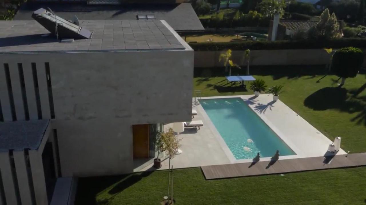 Construcci n de piscinas de obra en hormig n proyectado en for Construccion de piscinas de hormigon