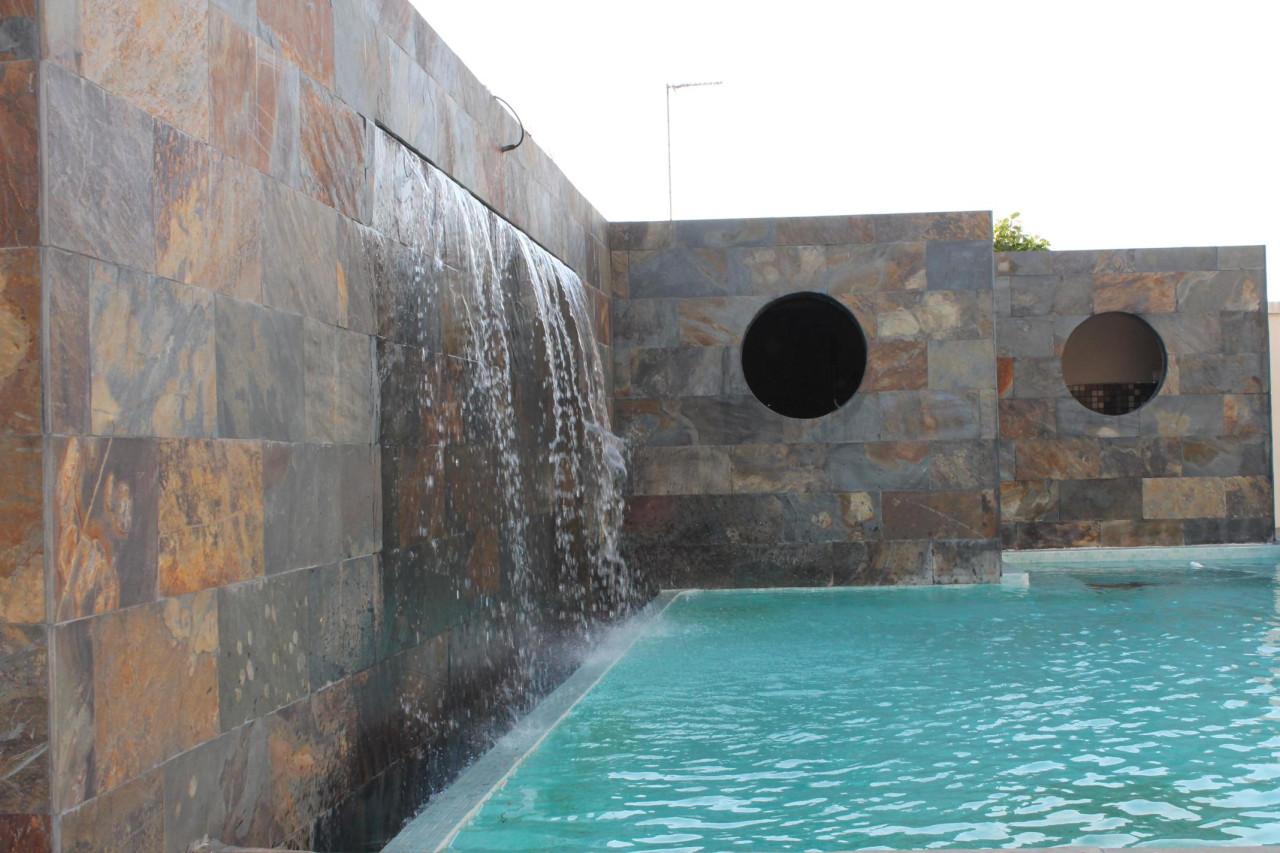 Construcci n de piscinas de obra en hormig n proyectado en - Construccion piscinas precios ...